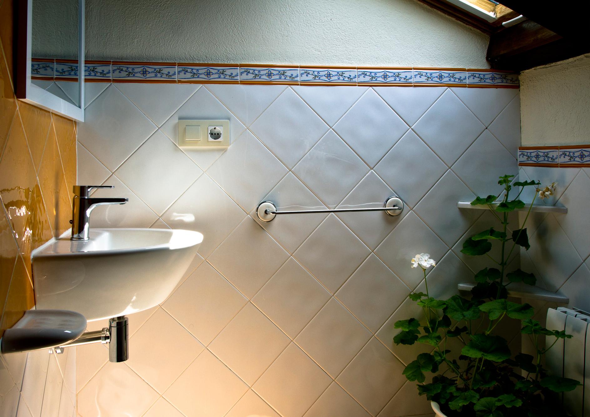 Baño en planta superior del apartamento Castelao