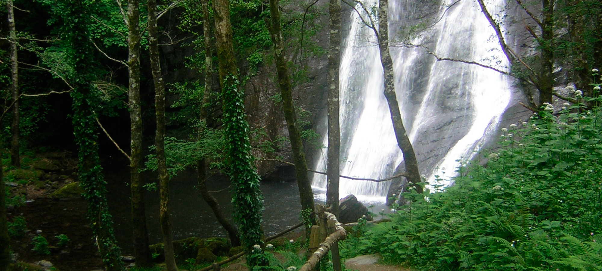 Impresionante cascada en la Seimeira de Vilagocende
