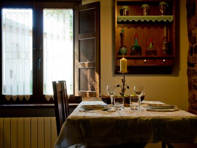 Salon comedor con chimenea del Apartamento Daniel Alfonso Castelao