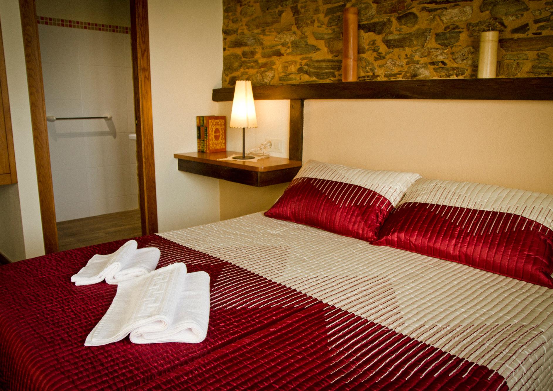 Habitación doble con cama de matrimonio del Apartamento Eduardo Pondal
